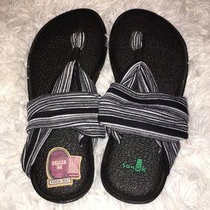 Ladies sanuk yoga mat sandals sz 7